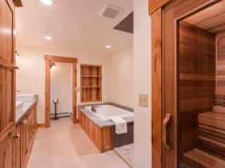 otter-creek-lodge-longhouse-bathroom-sauna