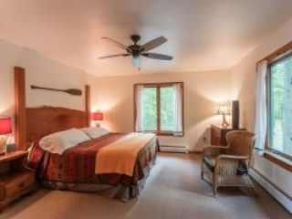 otter-creek-lodge-longhouse-bedroom