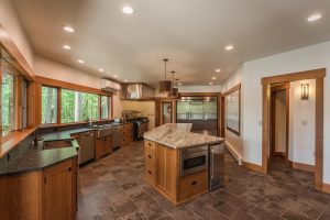 otter-creek-lodge-kitchen