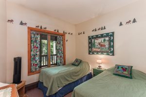 otter-creek-lodge-bedroom