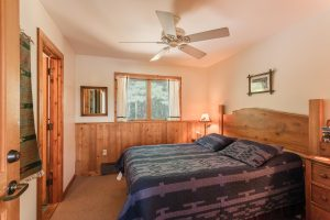 otter-creek-lodge-mukwa-bedroom